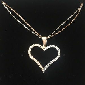 Jewelry - 💖10k yellow and pink gold necklace💖